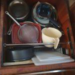 Pot cupboard (12) under microwave